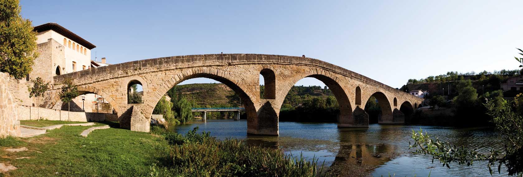 puente la reina xacopedia